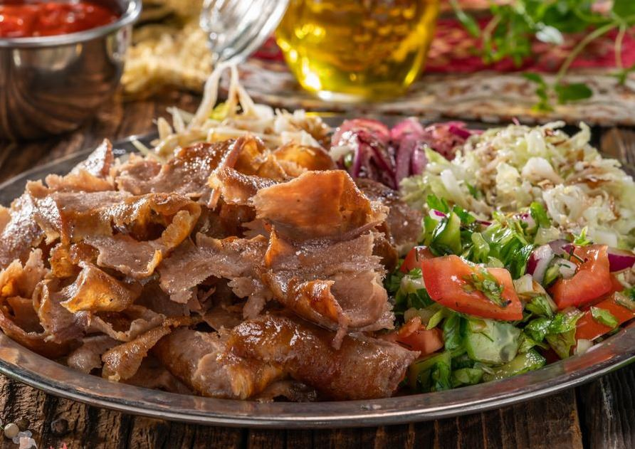 talerz_kebab_z_salatkami.jpg
